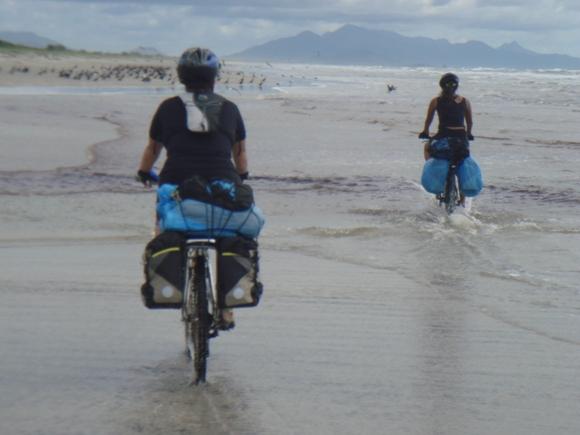 sem ver asfalto, apenas areia, mar e mata